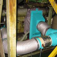 切削油の噴霧部に設置されたフード